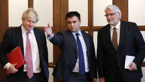 Szef MSZ Wielkiej Brytanii Boris Johnson z szefami MSZ Ukrainy Pawło Klimkinem i MSZ Polski Witoldem Waszczykowskim podczas wspólnej konferencji prasowej w Kijowie - Sputnik Polska