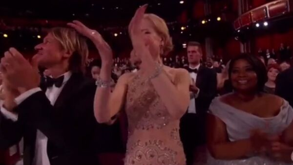 Nicole Kidman nie umie klaskać? - Sputnik Polska