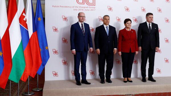 Członkowie Grupy Wyszehradzkiej podczas szczytu w Warszawie - Sputnik Polska