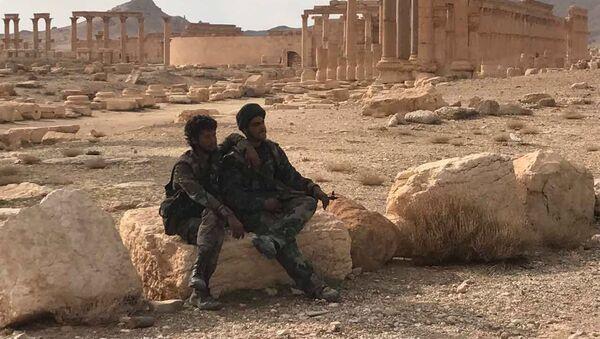 Syryjska armia i powstańcy przy wsparciu Sił Powietrzno-Kosmicznych Rosji 2 marca po raz drugi wyzwoliły Palmirę z rąk dżihadystów - Sputnik Polska