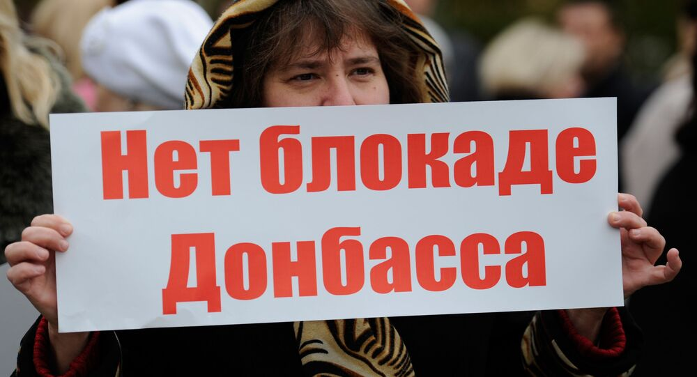 Ukraińscy radykałowie rozszerzyli blokadę Donbasu na drogi samochodowe