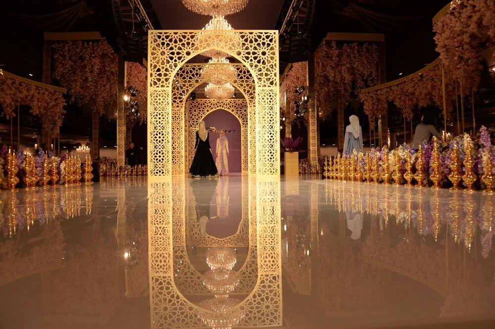 Podczas pokazu zaprezentowano 30 sukien wieczorowych.