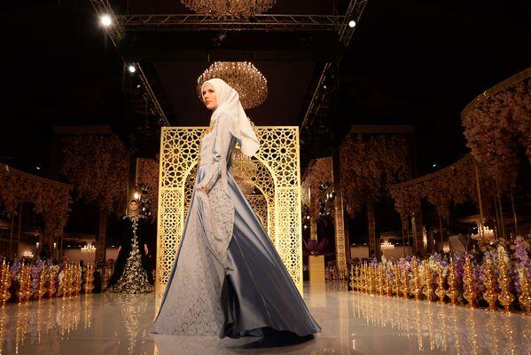 Według słów Aiszat Kadyrowej, pomysł stworzenia takich ubiorów przyszedł jej do głowy po przeanalizowaniu czeczeńskich strojów narodowych. - Sputnik Polska