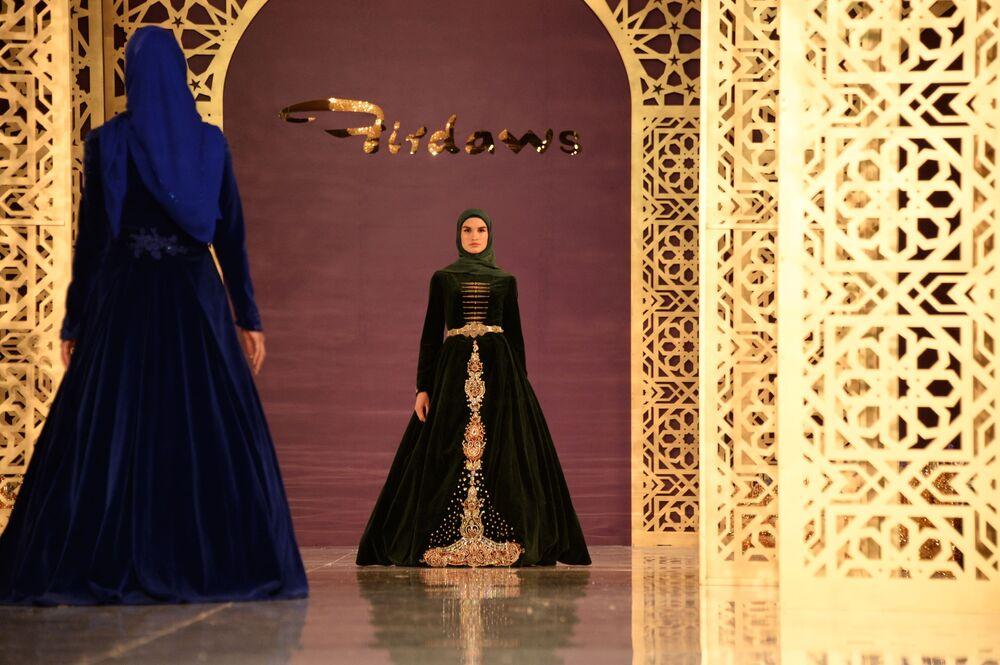 Dyrektor Firdaws opowiedziała, że jedynym jej doradcą podczas tworzenia kolekcji była jej mama Medni Kadyrowa.