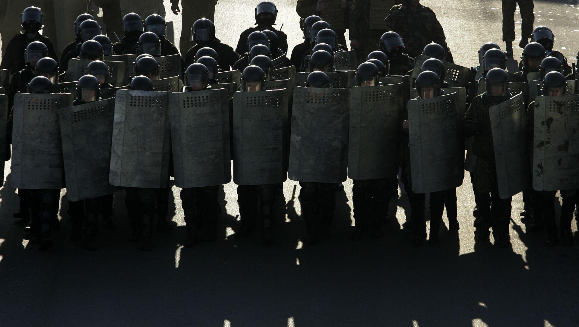 Białoruska policja podczas protestów - Sputnik Polska, 1920, 17.05.2021