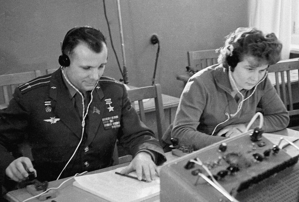 Tierieszkowa należała do sekcji spadochronowej aeroklubu w Jarosławiu.Łącznie wykonała 163 skoki ze spadochronem.