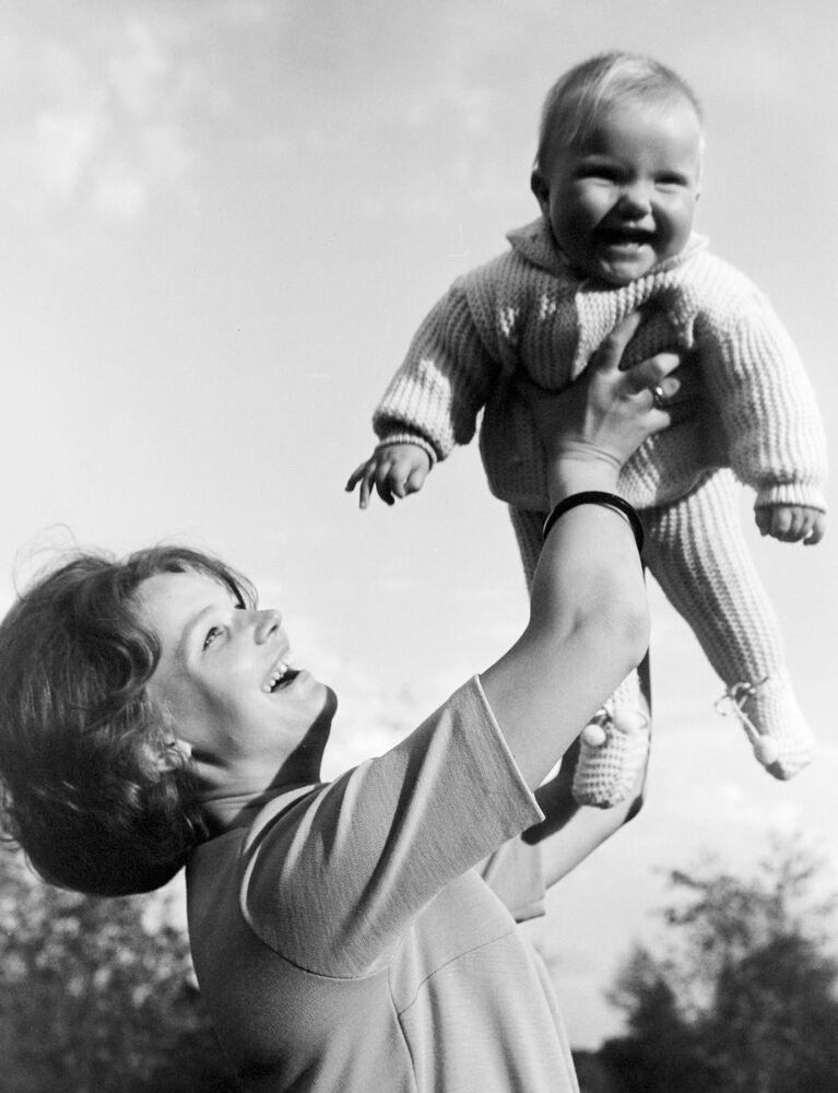 Walentina Tierieszkowa dwukrotnie wychodziła za mąż. W 1963 roku poślubiła kosmonautę Andrijana Nikołajewa. Miała z nim córkę Jelenę. Jej drugim mężem był generał major służby medycznej, dyrektor Centralnego Instytutu Traumatologii i Ortopedii Julij Szaposznikow.