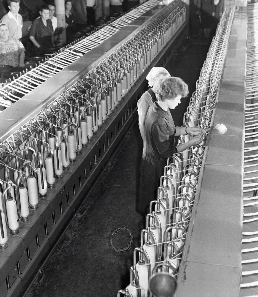 Zanim została kosmonautką, Tierieszkowa pracowała jako włókniarka w fabryce Krasnyj Pieriekop w Jarosławiu.