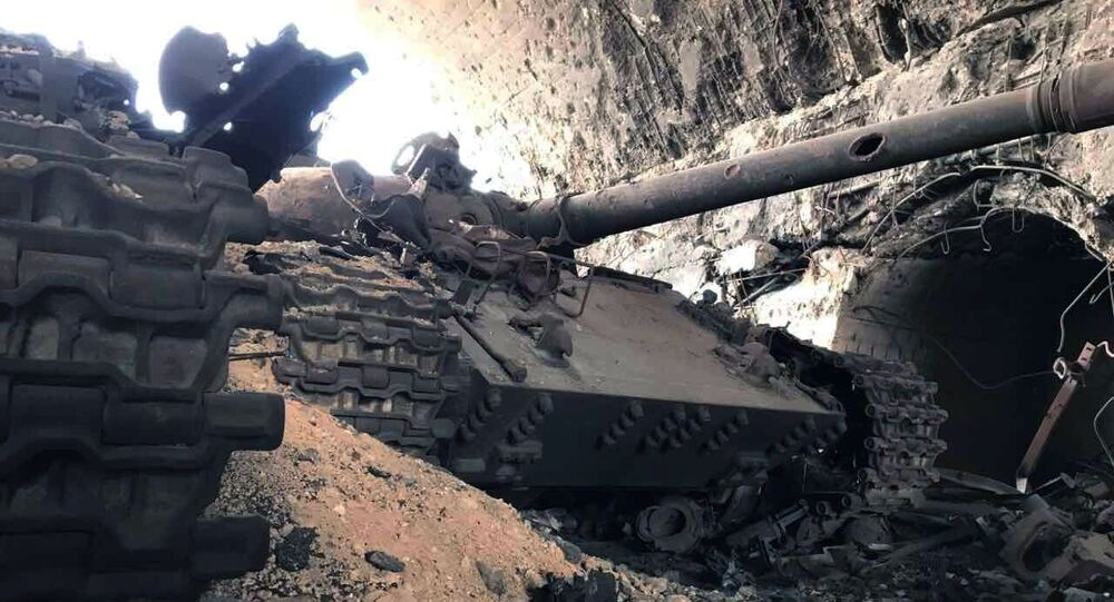 Sprzęt wojskowy zniszczone w wyniku szturmu na lotnisko cywilne w pobliżu Palmiry w syryjskiej prowincji Homs