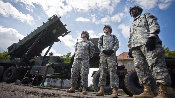 Amerykańscy żołnierze na tle rakiet Patriot w Mrągowie  - Sputnik Polska