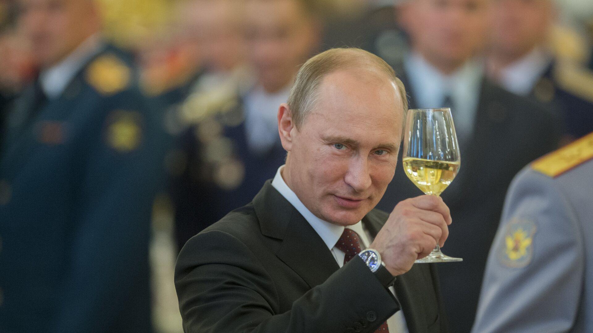Putin z szampanem - Sputnik Polska, 1920, 23.06.2021