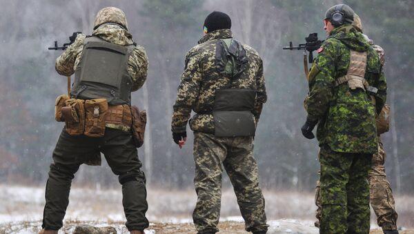 Kanadyjscy instruktorzy trenują ukraińskich żołnierzy - Sputnik Polska