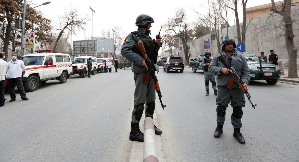 Afgańscy policjanci na miejscu wybuchu w Kabulu