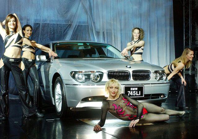 Modelki prezentują BMW w Korei Południowej