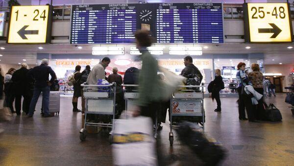 Pasażerowie na lotnisku Szeremietiewo - Sputnik Polska