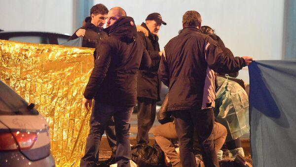 Włoska policja przy ciele zastrzelonego terrorysty Anisa Amri w Mediolanie - Sputnik Polska