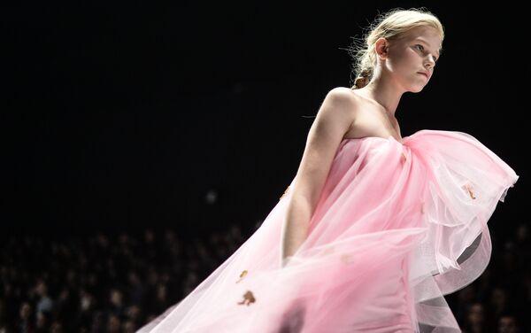 Mercedes-Benz Fashion Week Russia. Kolekcja Dla Barbie od Alony Achmadulinej - Sputnik Polska