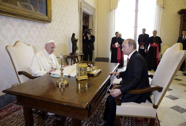 Papież Franciszek i prezydent Rosji Władimir Putin - Sputnik Polska
