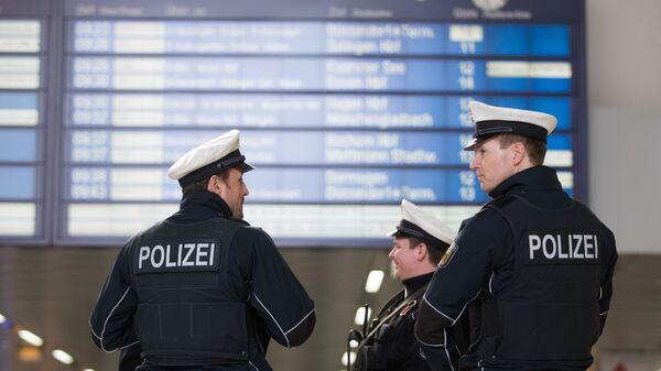 Policja na dworcu w Düsseldorfie - Sputnik Polska