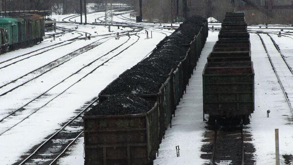 Wagony załadowane węglem na stacji kolejowej w Doniecku - Sputnik Polska