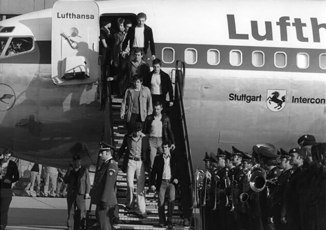 W czasie lotu samolot został porwany przez palestyńskich terrorystów