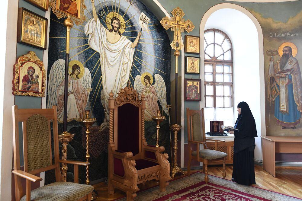 Ołtarzowa część cerkwi św. Mikołaja została wykonana z mozaiki przez artystów klasztoru.