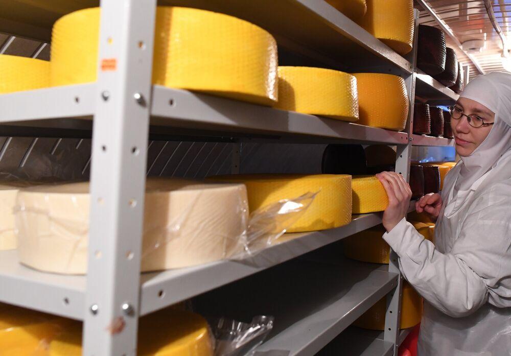 Produkcja sera w mleczarni klasztoru.