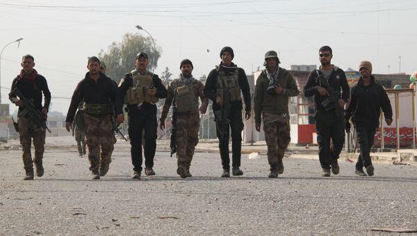Irackie siły paramilitarne odkryły na terenie więzienia pod Mosulem masowy grób z ponad 500 ciałami - Sputnik Polska