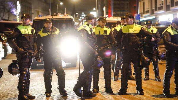 Policja przed tureckim konsulatem w Rotterdamie - Sputnik Polska
