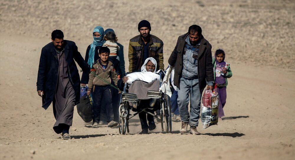 Mieszkańcy uciekają z Mosulu