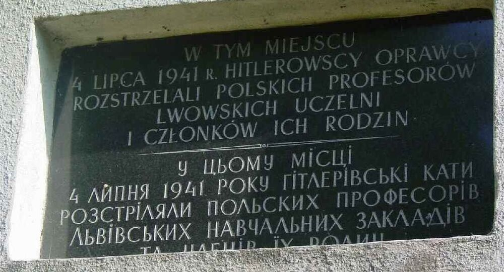Zdewastowano też pomnik zamordowanych w 1941 r. przez Niemców profesorów lwowskich.
