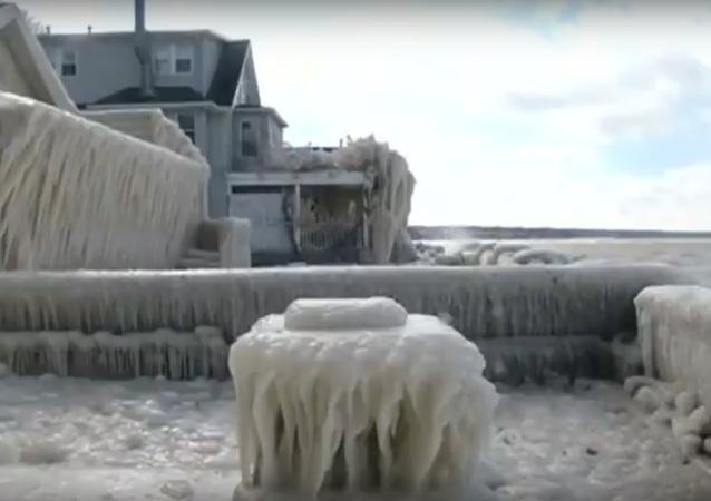 W USA dom zamienił się w bryłę lodu