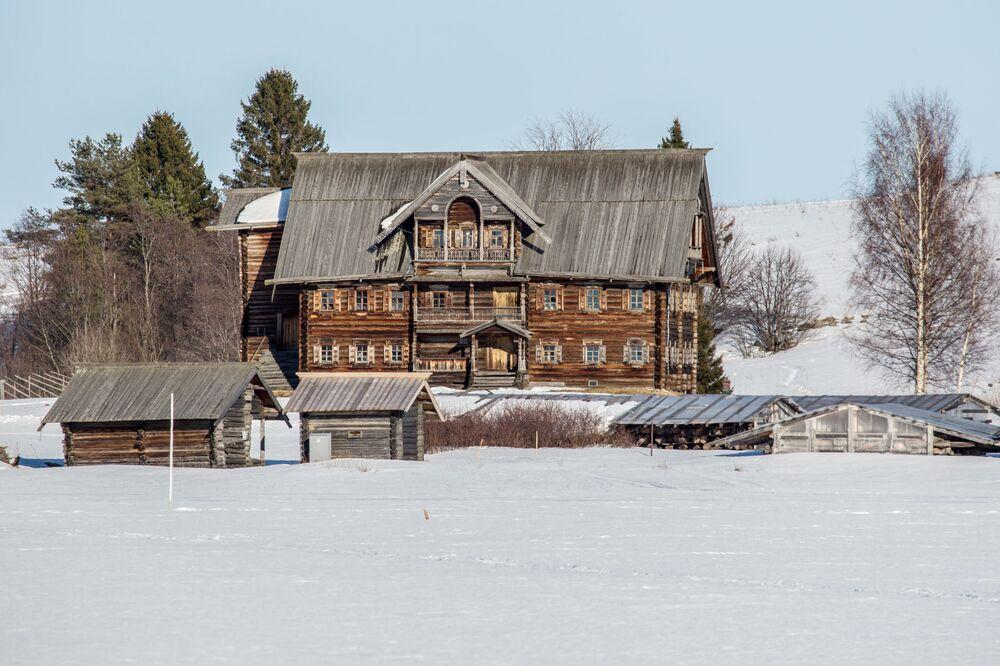 Dom Siergina ze wsi Munoziero na terenie muzeum-rezerwatu Kiży.