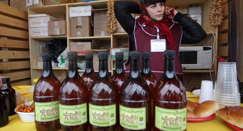 Sprzedaż miodowuchy w Parku Gorkiego w Moskwie