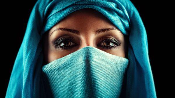Kobieta w hidżabie - Sputnik Polska
