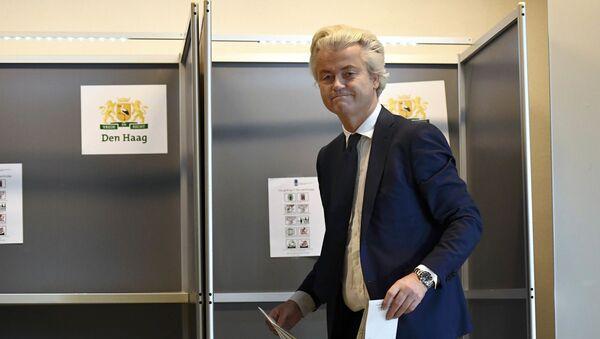 Lider holenderskiej Partii Wolności Geert Wilders podczas głosowania - Sputnik Polska