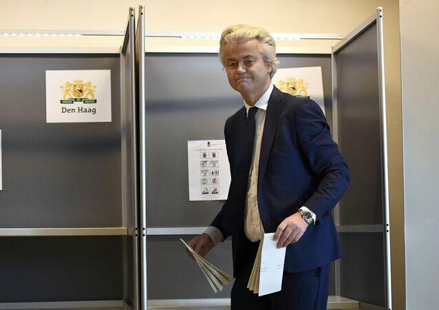 Lider holenderskiej Partii Wolności Geert Wilders podczas głosowania