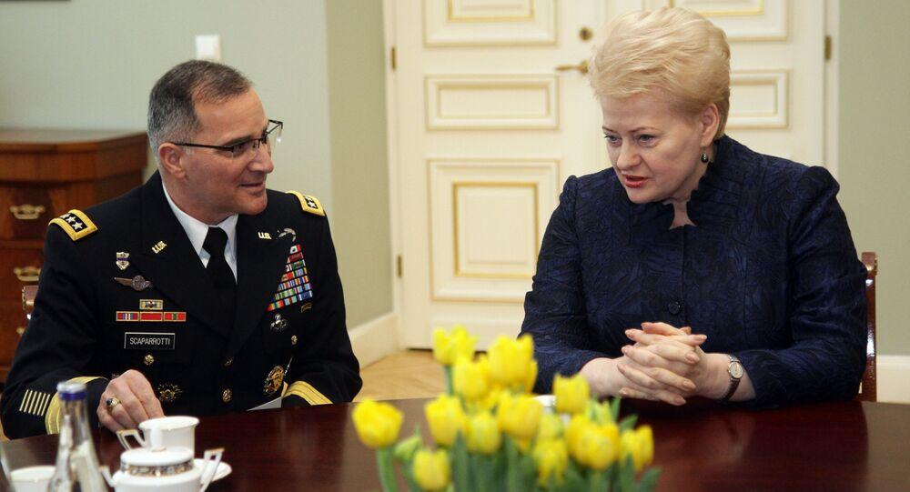 Szef Europejskiego Dowództwa USA (EUCOM) oraz sił zbrojnych NATO w Europie Curtis Scaparrotti i prezydent Litwy Dalia Grybauskaitė