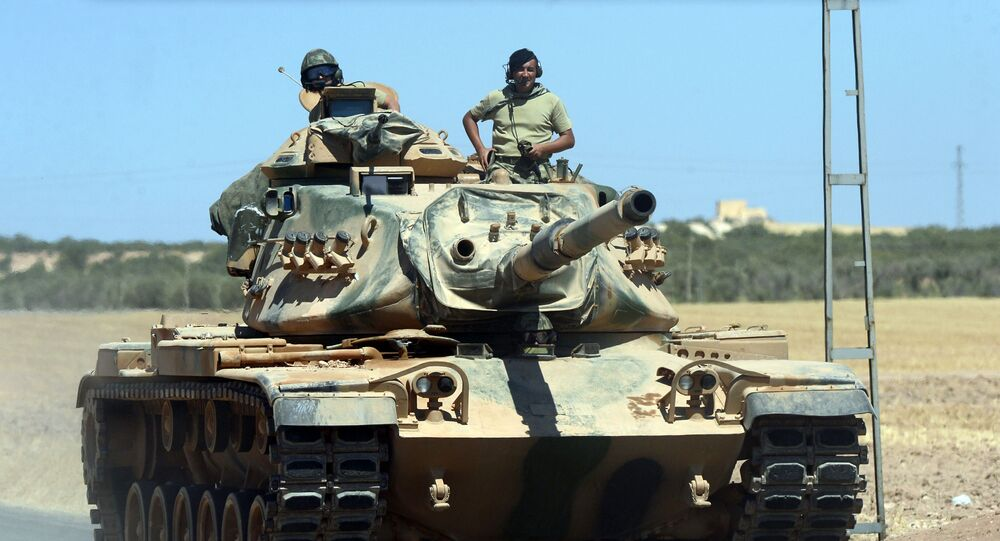 Tureccy wojskowi w czołgu