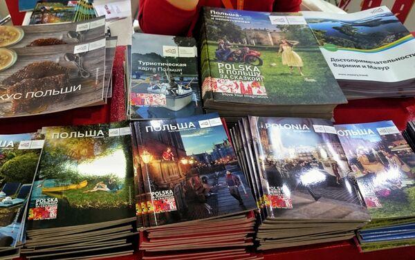 Broszury, promujące Polskę na stoisku POTu - Sputnik Polska