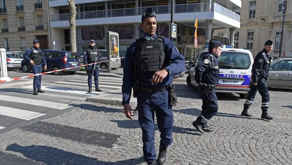 French Police officers secure the scene near the Paris offices of the International Monetary Fund (IMF) on March 16, 2017 in Paris, after a letter bomb exploded in the premises - Sputnik Polska