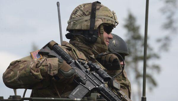 Żołnierz armii USA podczas ćwiczeń NATO w Estonii - Sputnik Polska