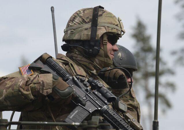 Żołnierz armii USA podczas ćwiczeń NATO w Estonii