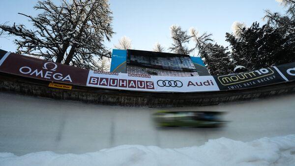Kierowca rajdowy Mark Higgins przetestował Subaru na torze bobslejowym w szwajcarskim kurorcie Sankt Moritz - Sputnik Polska