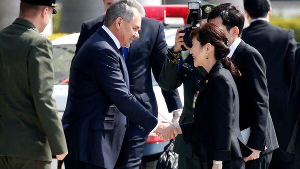 Ministrowie obrony Rosji i Japonii, Siergiej Szojgu i Tomomi Inada - Sputnik Polska