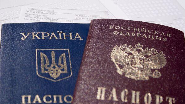 Paszport ukraiński i rosyjski - Sputnik Polska