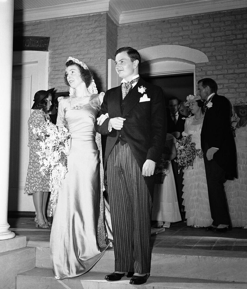 Przemysłowiec w 1940 roku ożenił się z córką jednego z właścicieli dużej spółki prawniczej w Nowym Jorku Margaret McGrath. Rockefellerowie wychowali szóstkę dzieci.