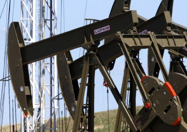 Pompy do wydobycia ropy naftowej w Północnej Dakocie w Stanach Zjednoczonych