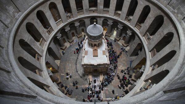 Greccy specjaliści zakończyli wczoraj konserwację Kuwukli - świątyni zgodnie z Ewangelią zbudowanej na miejscu jaskini, w której został pochowany i zmartwychwstał Jezus Chrystus. - Sputnik Polska