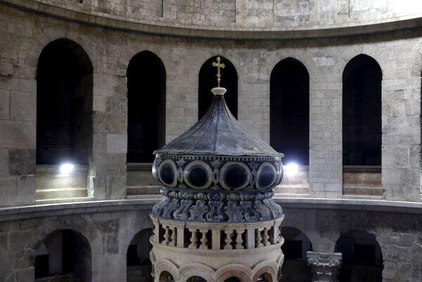 Podczas prac konserwacyjnych z kaplicy zostały usunięte żelazne belki, które od kilkudziesięciu lat podtrzymywały jej ściany. - Sputnik Polska